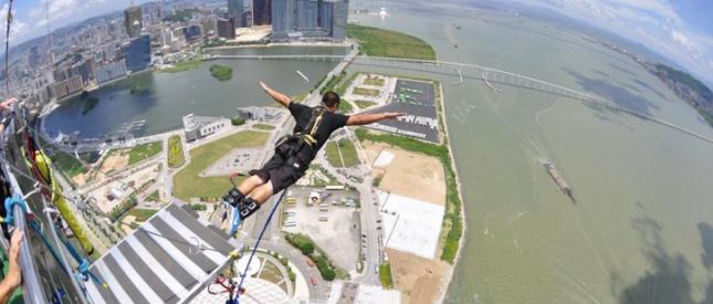 Siap uji adrenalin di bungee jumping tertinggi di dunia?